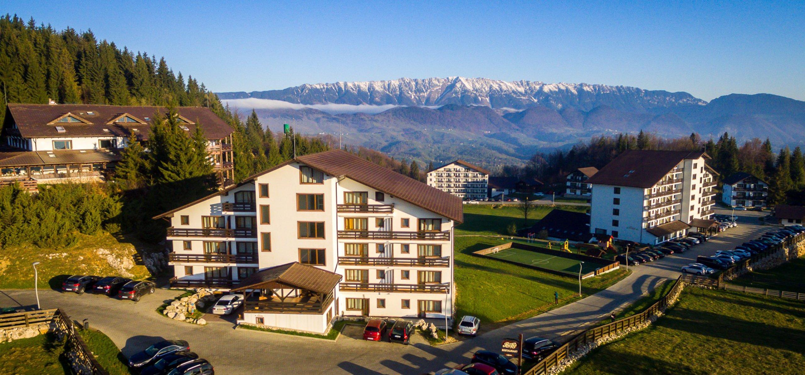 Vedere spre Piatra Craiului - Hotel Piatra Craiului Cheile Gradistei Fundata