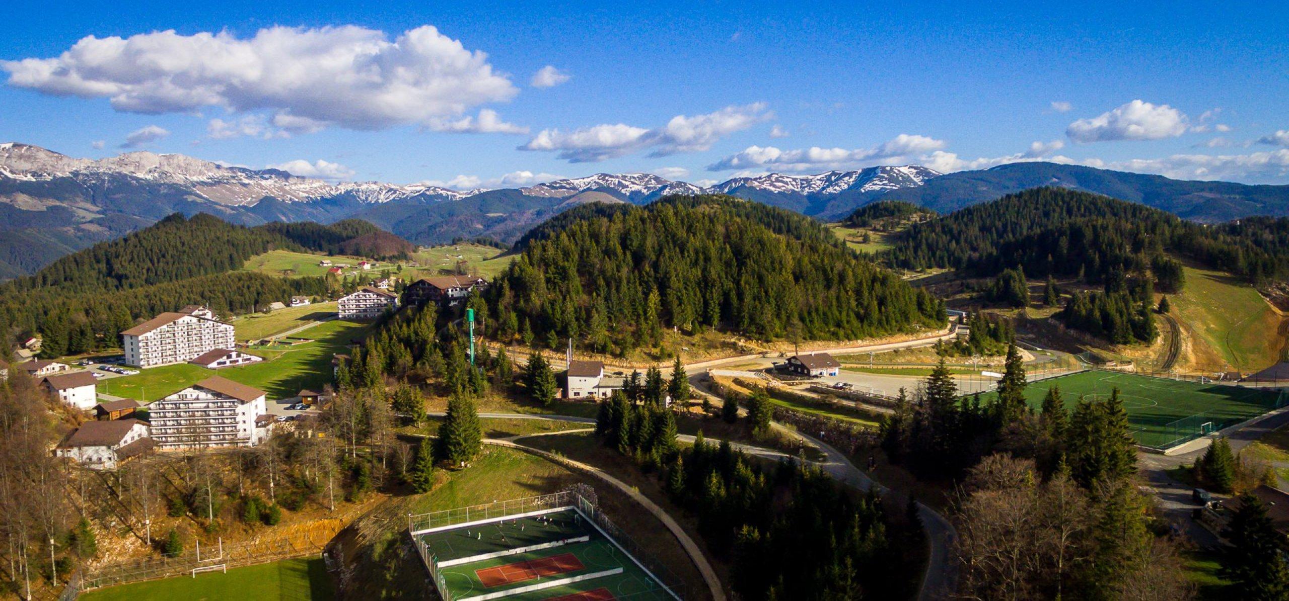 Cheile Gradistei - Fundata Terenuri sport, Tiroliana