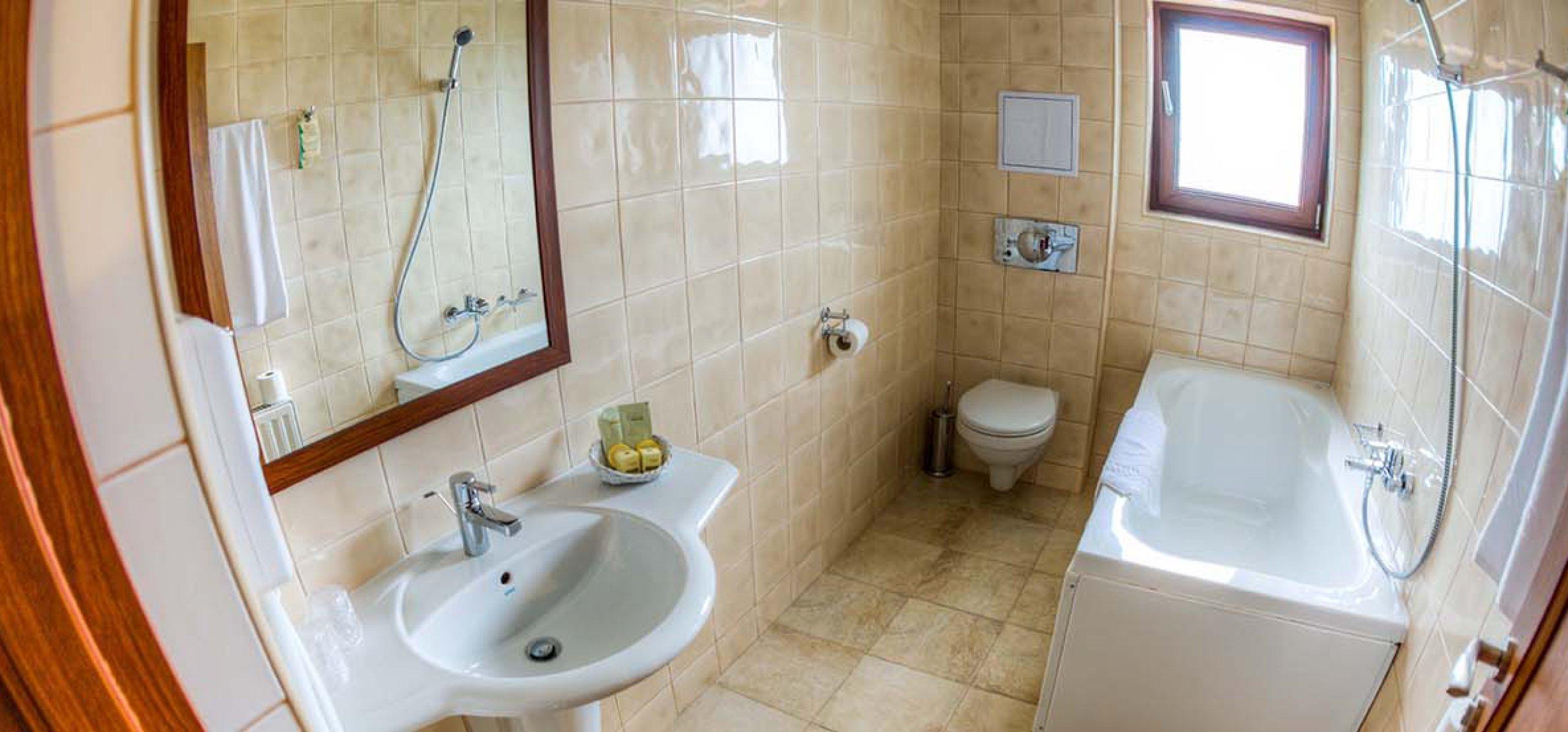baie-hotel-piatra-craiului