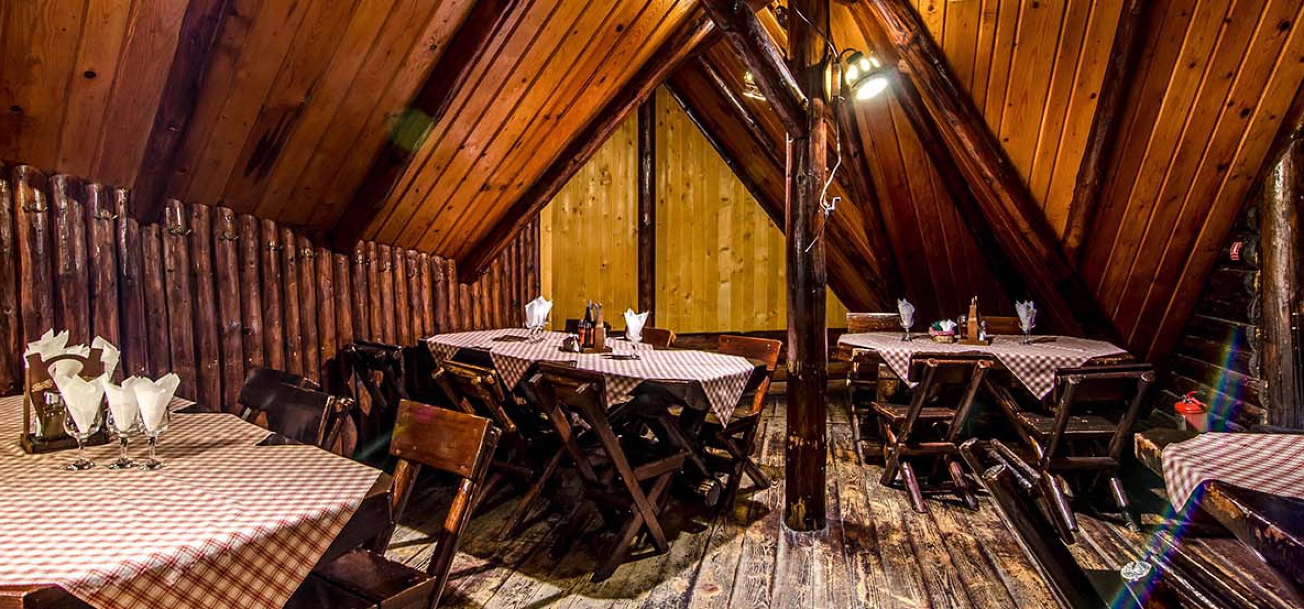 interior-restaurant-moieciu-cheile-gradistei-restaurant