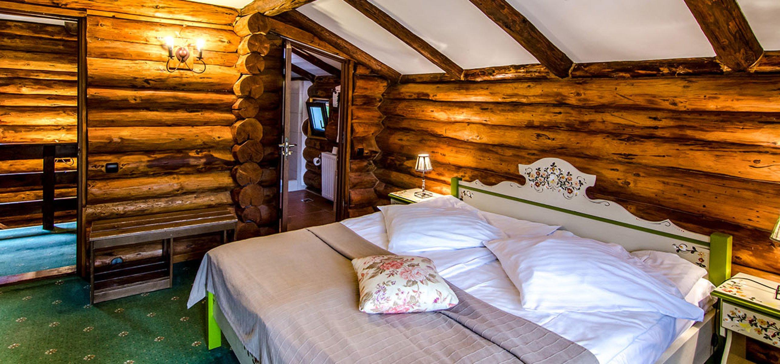 camera-dubla-matrimoniala-vila-carpenul-cheile-gradistei-fundata-1