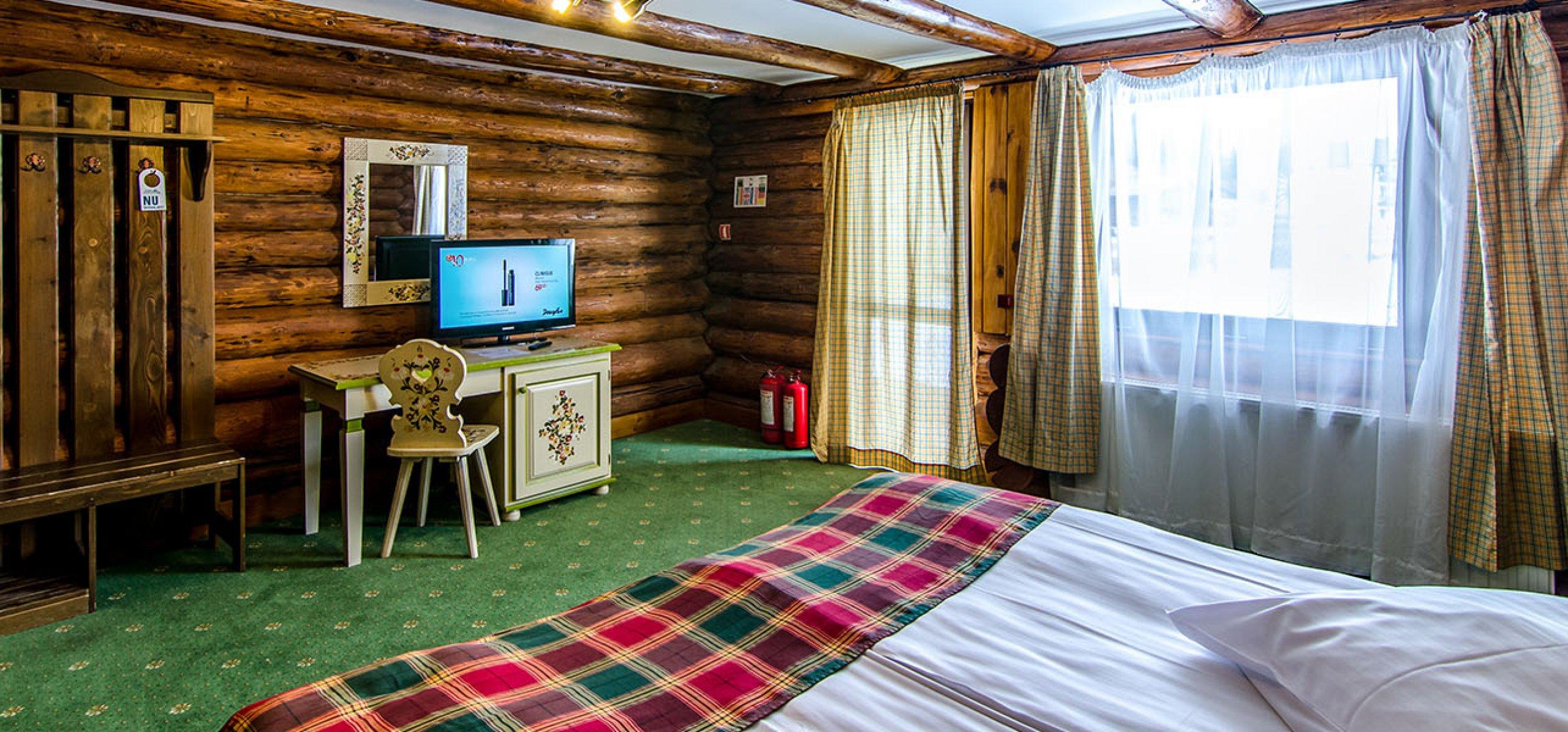 camera-dubla-matrimoniala-luminoasa-vila-alunul-cheile-gradistei-fundata