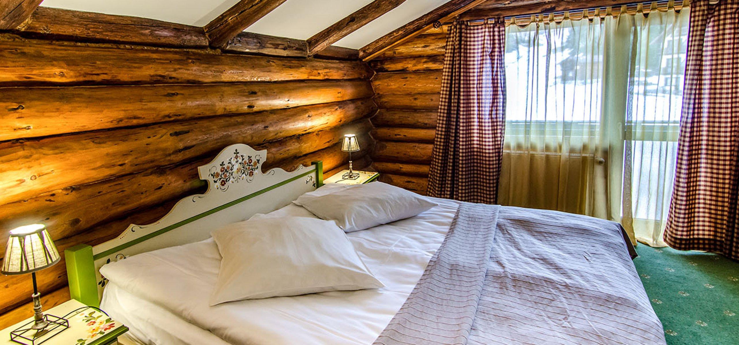 camera-dubla-matrimoniala-vila-carepenul-cheile-gradistei-fundata