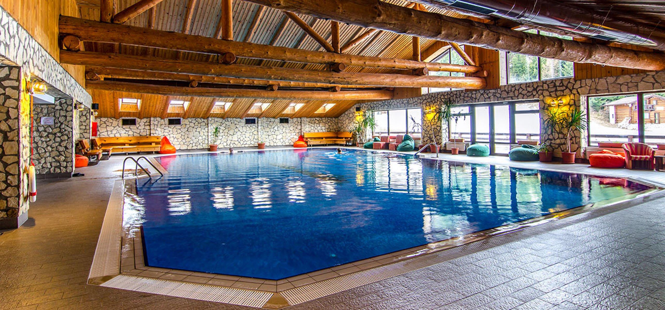 piscina-hotel-bucegi-1