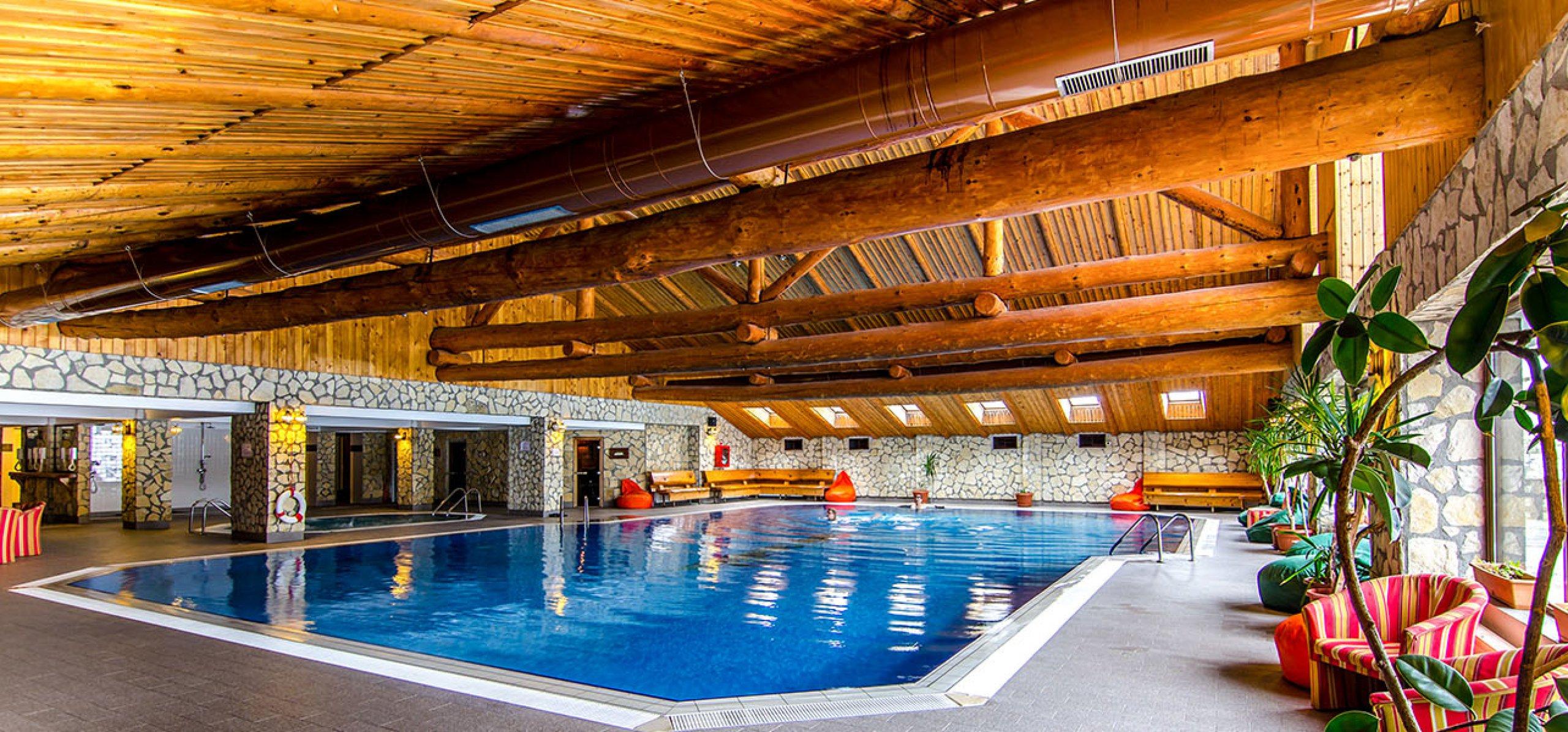 ambient-piscina-hotel-bucegi