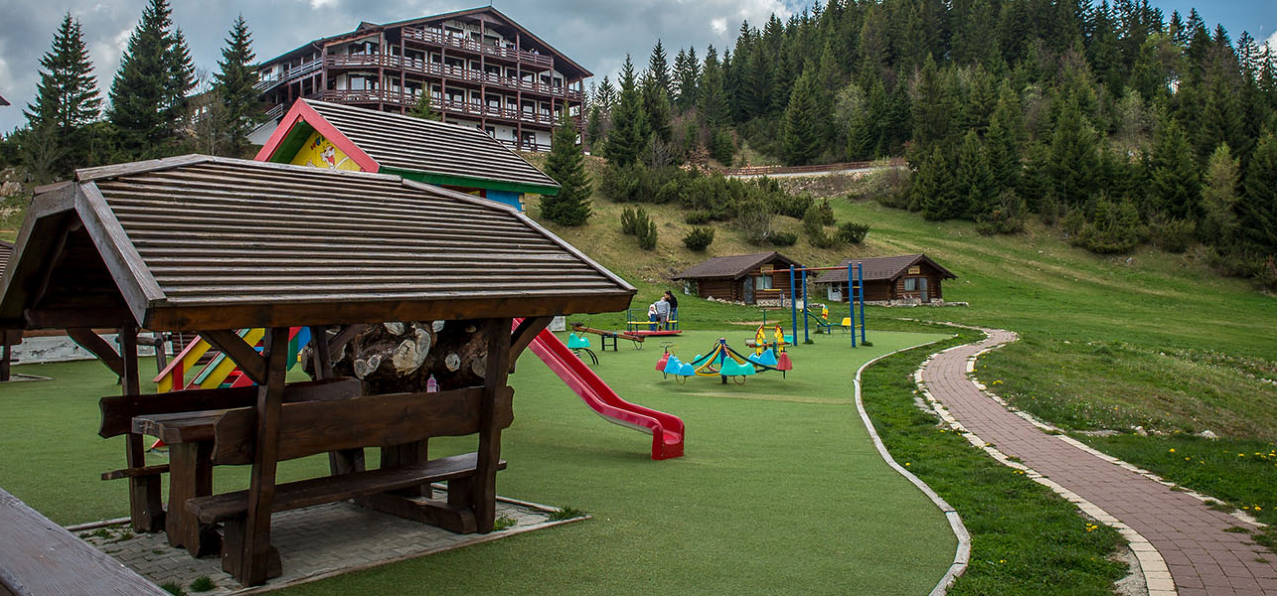 parc-de-joaca-hotel-piatra-craiului