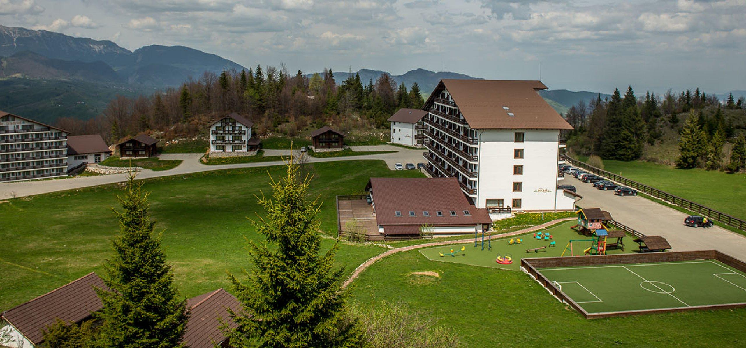 Peisaj--montan-hotel-piatra-craiului