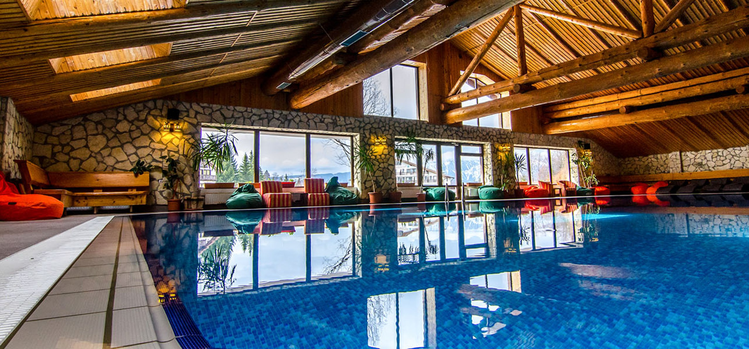 ambient-piscina-hotel-bucegi-2