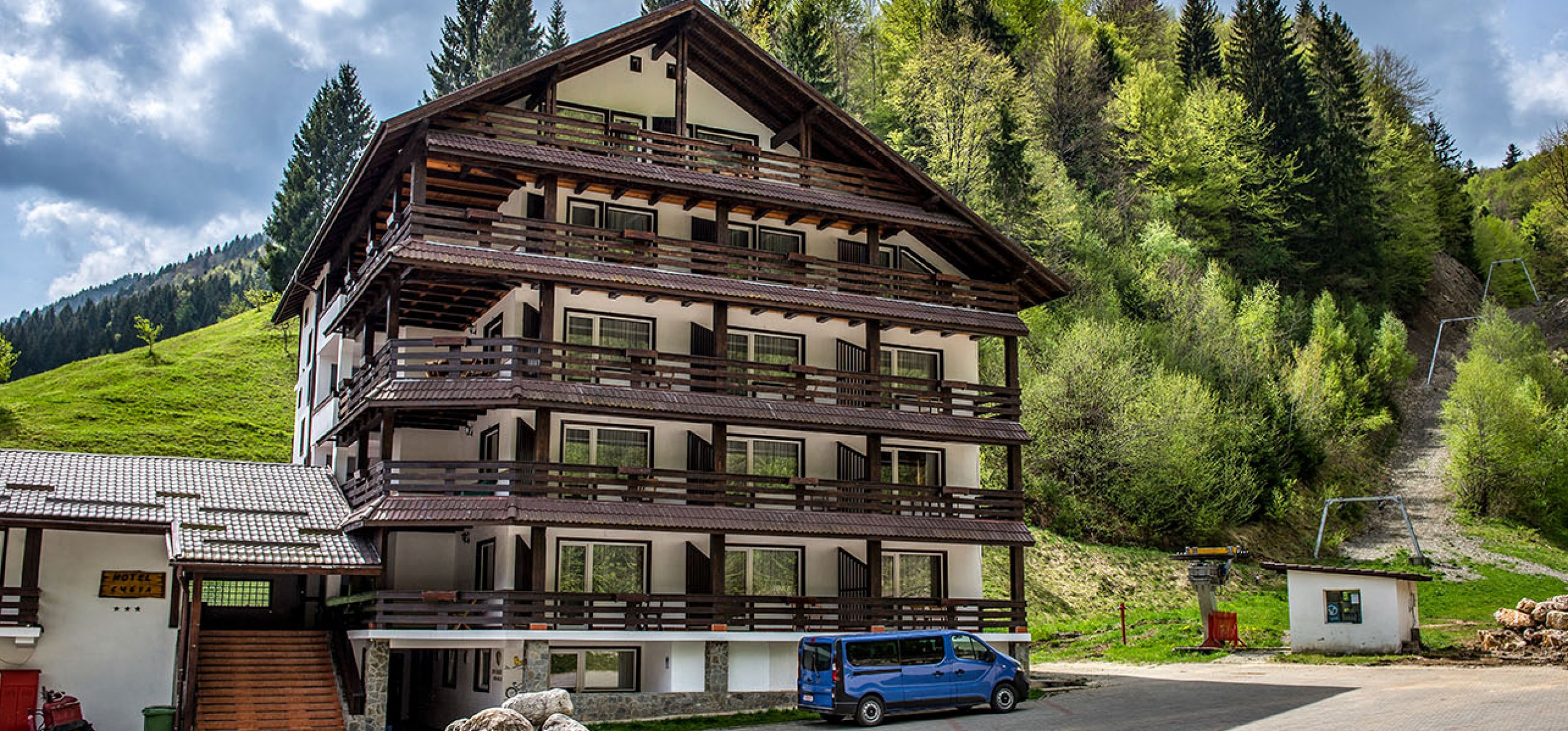 imagine-iconica-hotel-cheia-hoteluri-moeciu-1