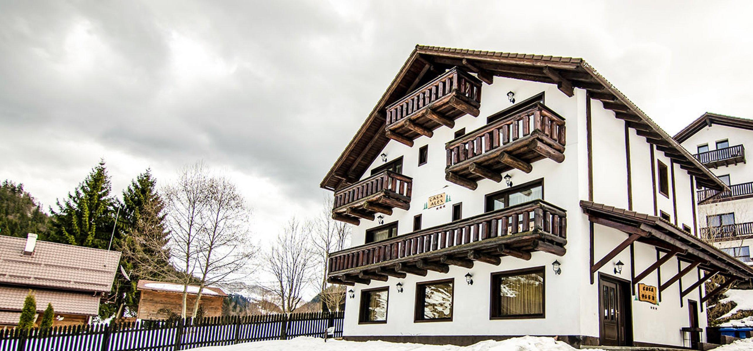 vila-alex-fatada-principala-vile-moeciu