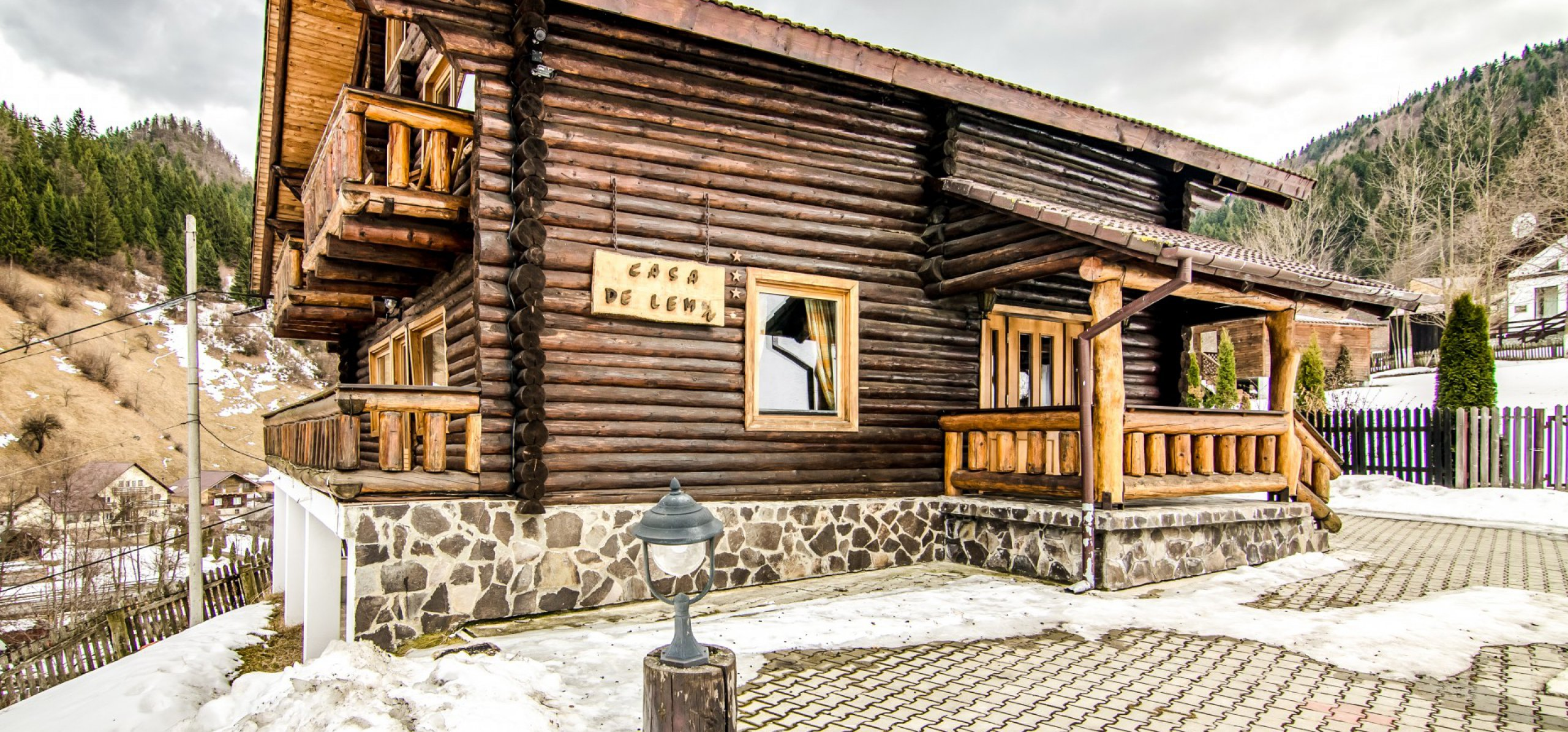 vila-de-lemn-iarna-cazare-in-moeciu