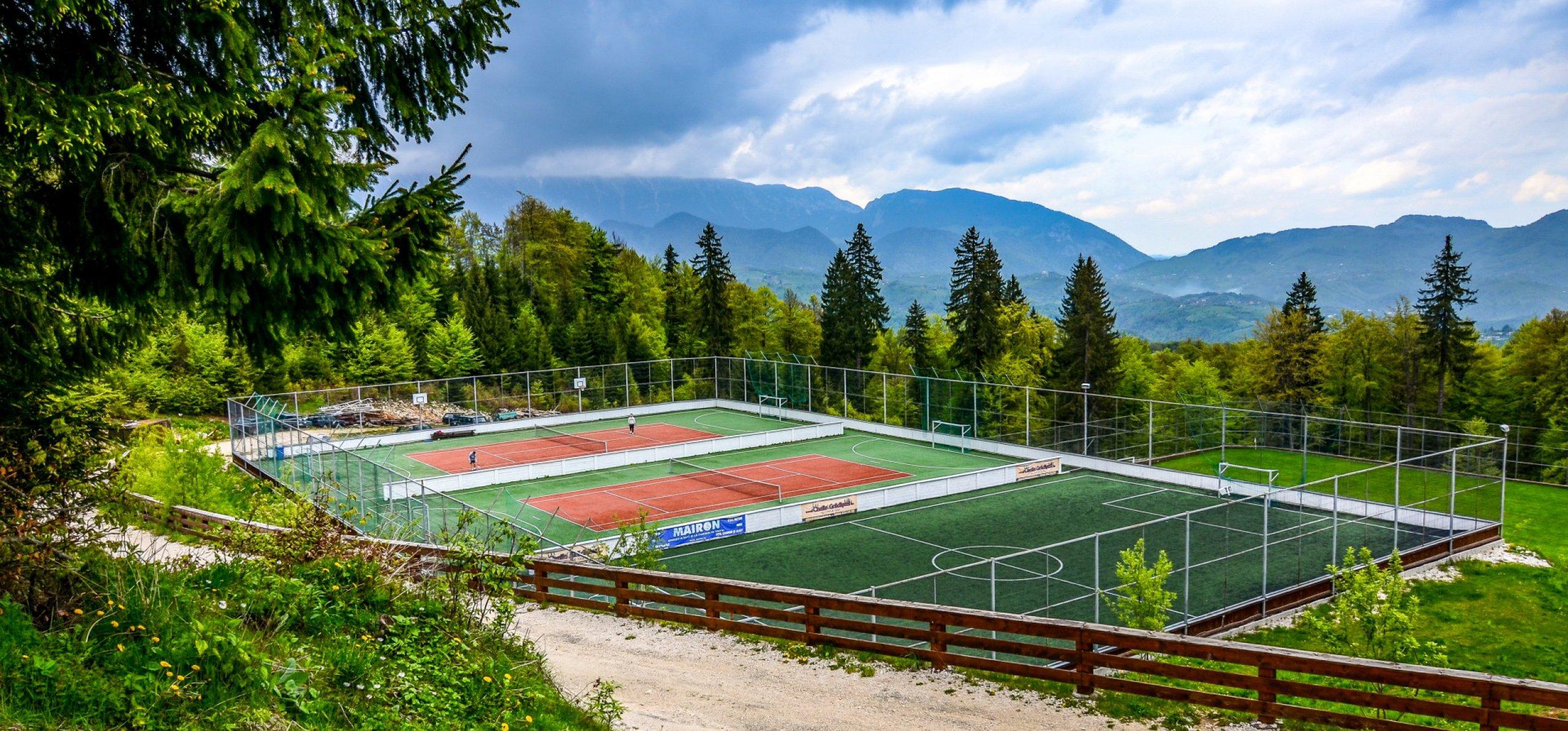 teren-sport-peisaj-montan-baza-sportiva-cheile-gradistei-2