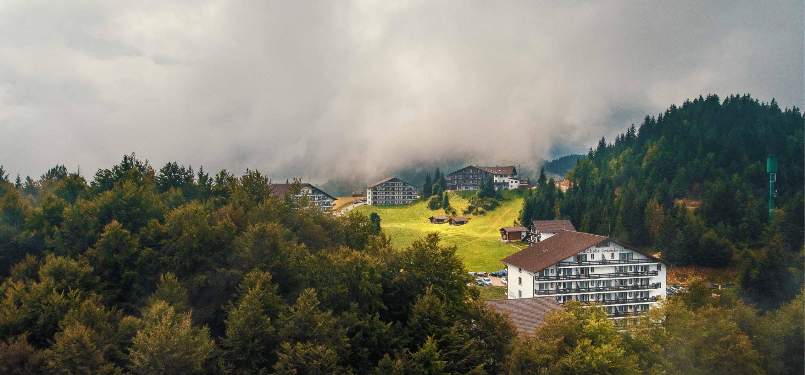 peisaj-montan-hotel-sport-cheile-gradistei-fundata